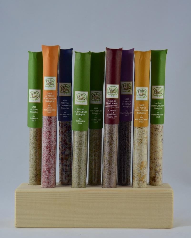 Holzsockel mit 9 verschiedene Salzmischungen